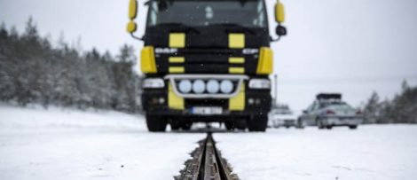 Lastbil på elväg. Fotograf: Erik Mårtensson, NCC