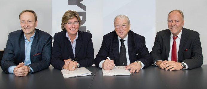 Från höger: Klas Rewelj CFO Tyréns, Ulrika Francke VD Tyréns, John Ketteley, styrelseordf. Elecosoft plc och Tomas Åström, CFO Consultec Group AB