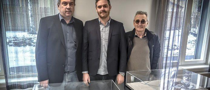 Avdelningschef Leif Stensrud, projektchef Erik Granerud och projektledare Ole Bakken är mycket glada över att avtalet om sjukhuset i Vestfold, som är det största någonsin för Assemblin Norge, är påskrivet. Bild: Assemblin
