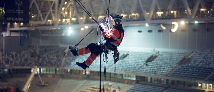 Sedan Klätterteknik AB startade industriellt reparbete 2010 har efterfrågan på deras smidiga och säkra arbetsmetod, som skapar innovativa lösningar på gamla problem, ökat markant.