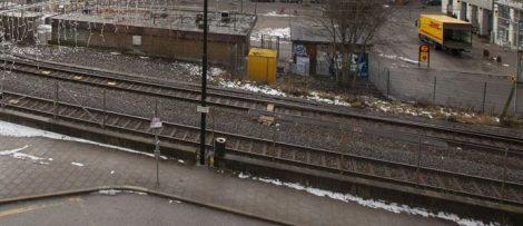 Vy från Järnvägsgatan mot befintliga torget. Fotograf: Fredrik Hjerling