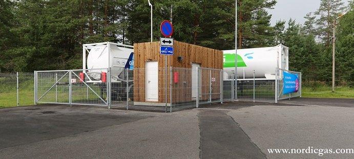 Bild på Vörus tankstation i Estland. Den representerar Nordic Gas Solutions trippelstation som kan ta emot gas i alla tre former och kan tanka både flytande (LBG/LNG) som gasform (CBG/CNG). Foto: Nordic Gas