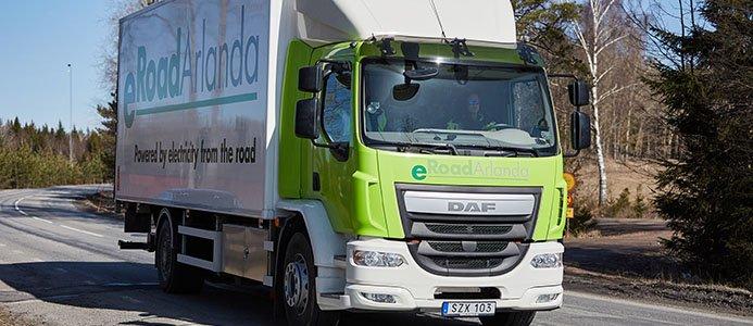 Lastbil på elväg