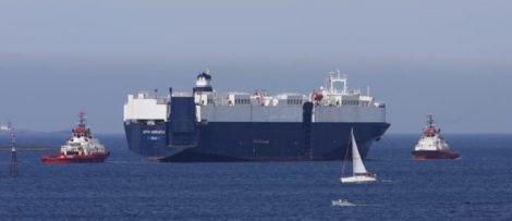 Handelsfartyg på svenskt vatten