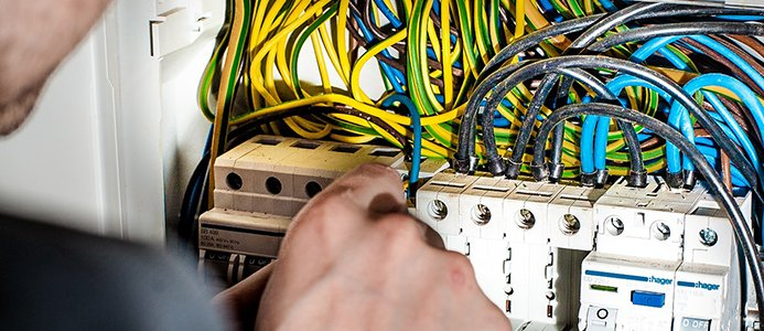Obehörig elektriker vinner i miljontvist