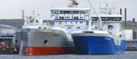 En ship-to-ship-bunkring av LNG genomförs i Göteborgs hamn mellan från Coralius och Ternsund.