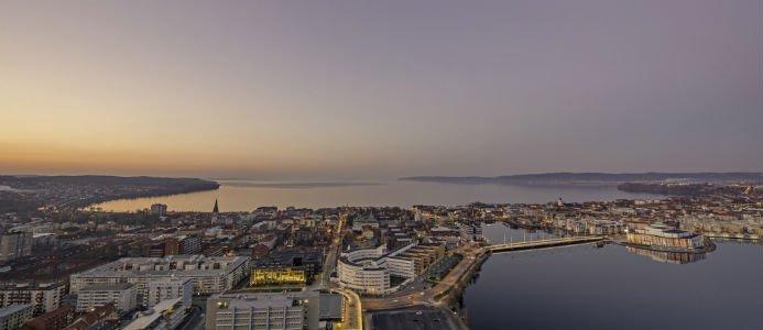 Översikt över staden i skymning. Bildkälla: Destination Jönköping
