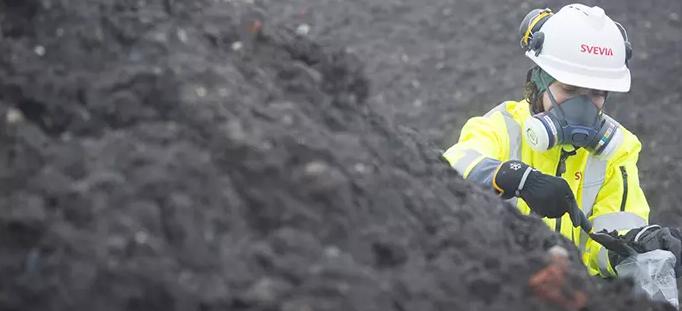 Provtagning av förorenade massor. Foto: Patrick Trägårdh