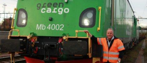 Johnny Halvarsson, lokförare i Borlänge, provkör Green Cargos nya Transmontanalok. Foto: Green Cargo