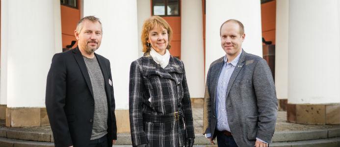 Henrik Olsson, näringslivsutvecklare, Lena Berglund, regionchef Nord på Eon och Andreas Sjölander, kommunstyrelsens ordförande. Foto: Julia Erixon