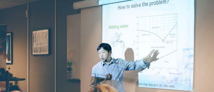 Doktor Yijun Shi talar på SSG Hydraulikdagar 2018. Foto. SSG