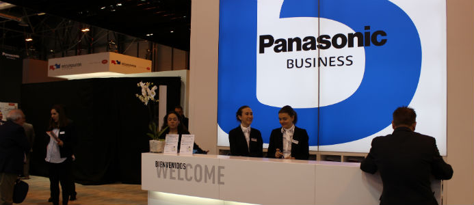 Än så länge är delar av Panasonics utställning övertäckt. Avslöjandet kommer senare under dagen. Foto: Jessica Nejman