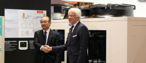 Toshiyuki Takagi, VD för Panasonic Corporation och Ordförande för Panasonic Air-Conditioner. Gerald Engström Styrelseordförande/ Chairman of the Board. Foto: Jessica Nejman