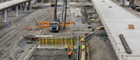 Vy från Heron City, pågående bygget av gång- och cykelbro. Foto: Mikael Ullén / Trafikverket