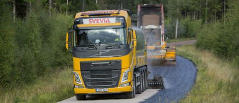 Tankbeläggning används på 85 procent av Sveriges vägar och är det mest miljövänliga beläggningsalternativet. Foto: Markus Marcetic.