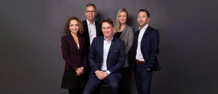 HSB Bostad ledningsgrupp: Wafa Knutson, Mats Persson, Jonas Erkenborn, Linda Younes & Peter Lundmark. Fotograf: Daniel Gual.