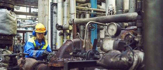 Preem vill bygga ut sitt raffinaderi i Lysekill, men nu stoppas planerna. Fotograf: Patrik Johäll