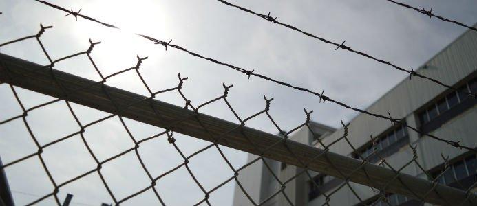 Två unga män döms för mordet, tre för medhjälp till mord och två unga kvinnor döms för grovt vapenbrott. Foto: Pixabay/cc