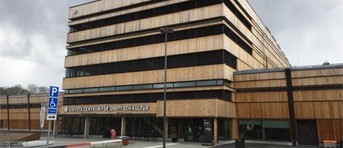 Entré till Knivsta Centrum för Idrott och Kultur (CIK). Foto, Elias Lindqvist.