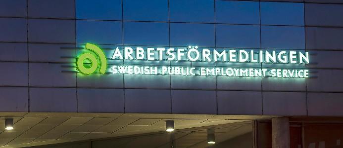Arbetsförmedlingens namnskylt. Foto: Peter Kroon