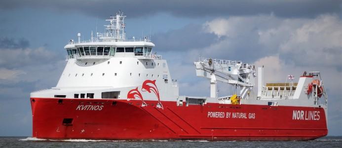 Samskip Kvitnos, ett av Samskips fartyg, bedriver linjesjöfart mellan Rotterdam och Norge och reser hela vägen till Europas nordligaste stad, Hammerfest. Bildkälla: Gasum