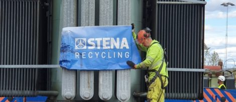 Omhändertagande av gammal transformator. Fotograf: Stena Recycling