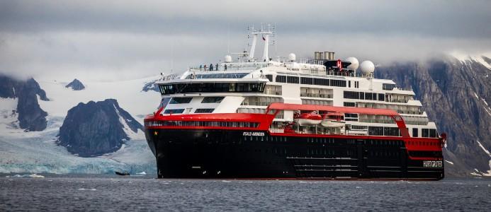 Fartyget Roald Amundsen. Foto: Oscar Farrera