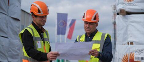 Aleš Vala, produktionsledare, och Pavel Urban, sågverkschef. Foto: Stora Enso