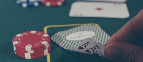 pokerspelare lurade byggbolag på pengar