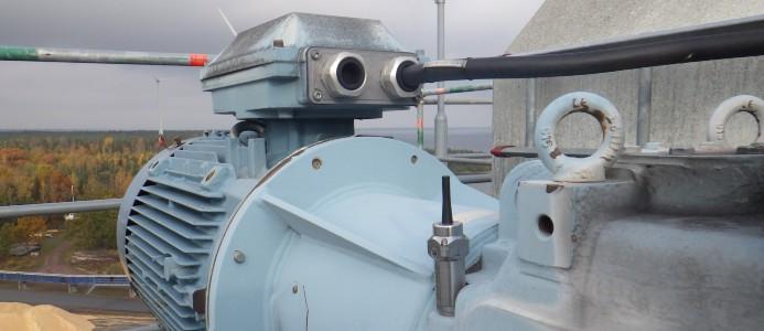 Den trådlösa sensorn Airius monterad på en växellåda i flisfabriken på Södra Cell Mönsterås. Växellådan driver en rem som transporterar flis till stack. Foto: Södra Cell