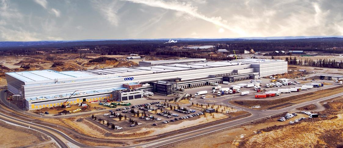 Logistikanläggningen är 27 meter hög och 85 000 kvm stor. Bild: NREP Logicenters.